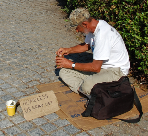us-homeless-vet-begging-in-dc