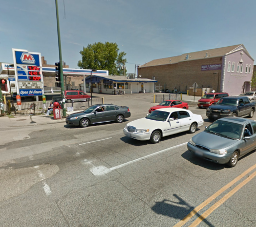 Marathon gas station at intersection in Chicago with many murders